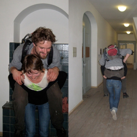 Huckepack Laufen (Piggy Back), 2008; dimensions variable